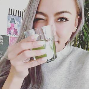 GENKING(ゲンキング)が愛用中と話題の「めっちゃたっぷりフルーツ青汁」でイケてる女のフォトジェニックエクササイズ
